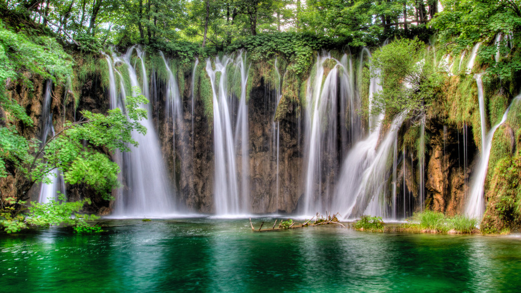 plitivice-waterfalls-antropoti-travel-1024x576